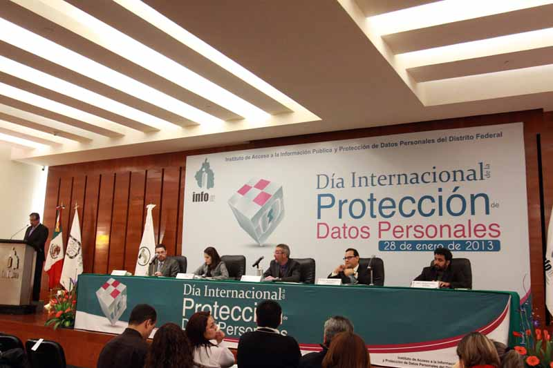 InfoDF propone uso racional de datos personales en redes