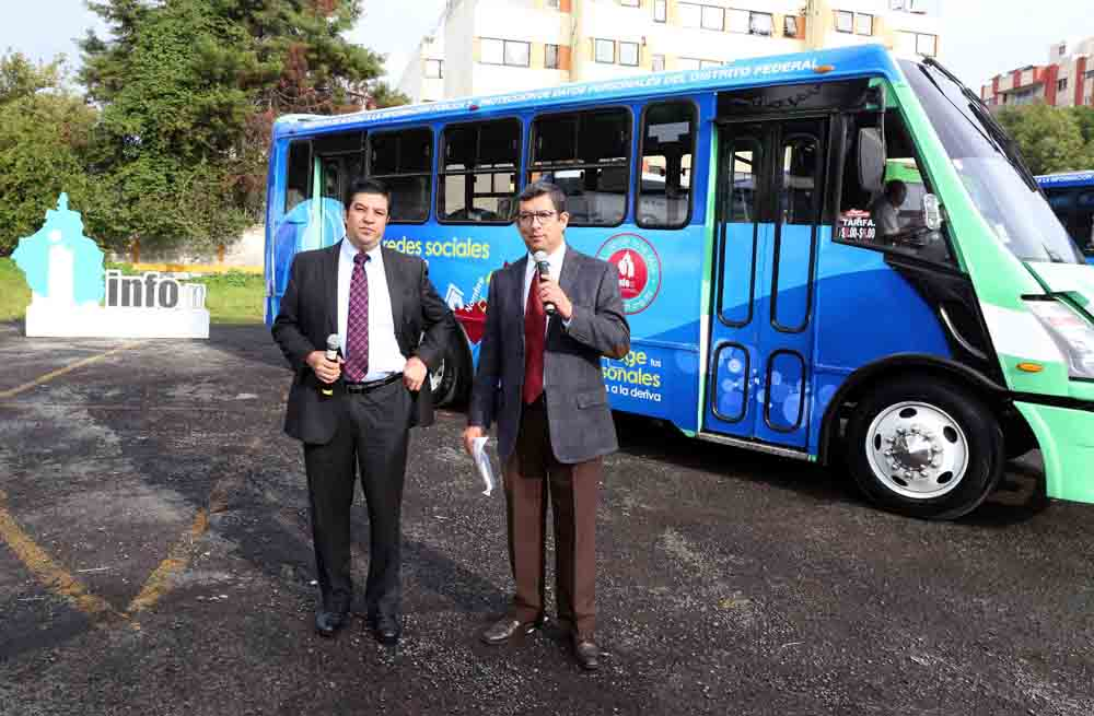 Banderazo de salida Autobuses Transporte Público
