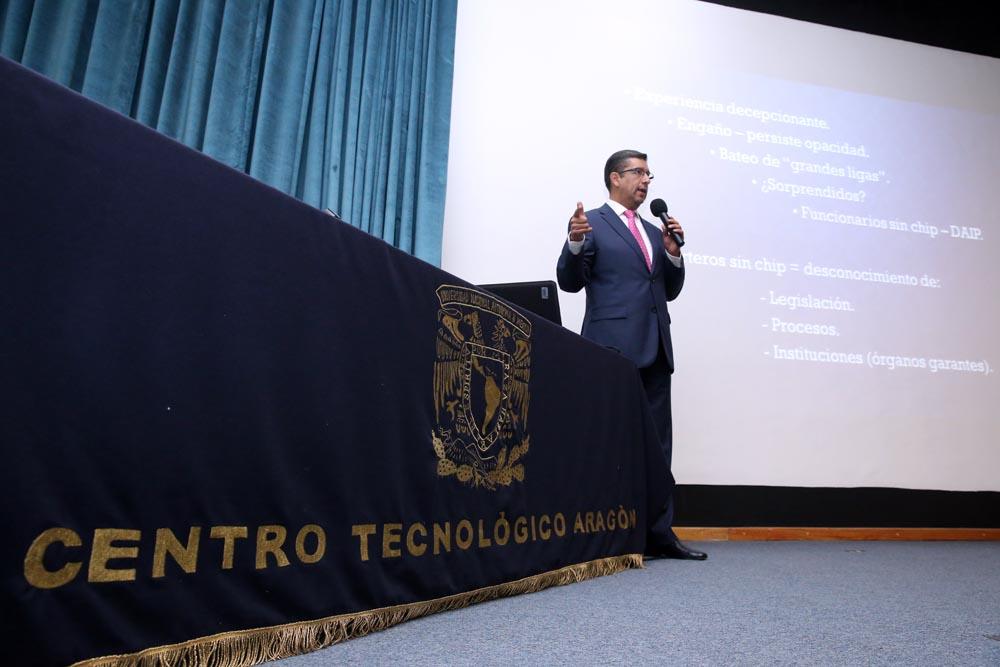 CONFERENCIA DEL COMISIONADO ALEJANDRO TORRES ROGELIO DIRIGIDA A ESTUDIANTES DE LA FES ARAGON
